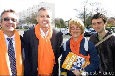 De gauche à droite : François Arnaud, Philippe Lailler, Huguette Kerleau et Patrice Michard, en campagne dans le quartier de la Pierre-Heuzé.